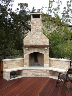 Fireplace is a good addition, both for indoor and outdoor. Want to make an outdoor fireplace? Here, we listed outdoor fireplace ideas that you can try Outdoor Fireplace Patio, Outdoor Stone Fireplaces, Outside Fireplace, Outdoor Fireplace Designs, Backyard Fireplace, Fireplace Hearth, Fireplace Ideas, Patio Grill, Backyard Patio Designs