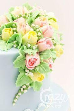 Mohntorte mit Buttermilchcreme und sehr schönem Buttercremblumenbukett Buttercream Flower Cake, Cake Icing, Eat Cake, Cupcake Cakes, Cake Fondant, Buttercream Frosting, Icing Flowers, Sugar Flowers, Fondant Flowers