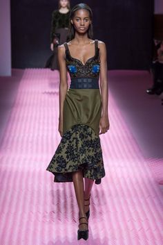 Mary Katrantzou - Fall 2015 Ready-to-Wear - Look 22 of 44?url=http://www.style.com/slideshows/fashion-shows/fall-2015-ready-to-wear/mary-katrantzou/collection/22