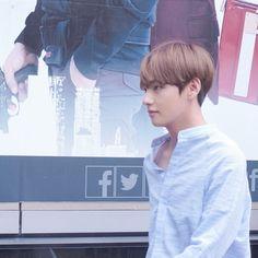 Cute Love Wallpapers, Vkook Fanart, Bts Concert, Life Goes On, Kpop, Blackpink Jisoo, I Love Him, Taekook, Real Life