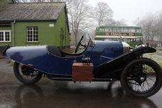 Morgan 3-Wheeler Vintage Cars, Antique Cars, Morgan Motors, Morgan Cars, Reverse Trike, Retro Futuristic, Batman Art, Motor Company, Car Engine