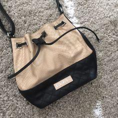 Super cute guess crossbody bag Perfect condition.. Spacey! And cute Guess Bags Crossbody Bags