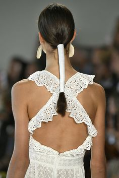 back view of a brunette model with a ponytail wrapped in leather ribbon - Aktuelle Damen Frisuren Hairstyles Haircuts, Wedding Hairstyles, Cool Hairstyles, Ponytail Wrap, Runway Hair, Hair Arrange, Editorial Hair, Stylish Hair, Gorgeous Hair
