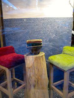 Sgabelli in legno e velluto..Spazio Christine Pennemann Courmayeur