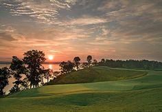 Un Golf Resort es sin duda la mejor opción para sus próximas vacaciones. Practique este fantástico deporte o simplemente de una caminata por el campo. No se arrepentirá.