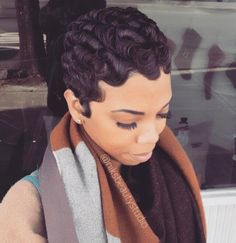 Finger waves look undeniably flawless! We gathered fantastic photos of these hair styles and found a super-easy tutorial. Amp up your hair game! Finger Waves Short Hair, Finger Curls, Finger Wave Hairstyle, Finger Waves Natural Hair, Updo Hairstyle, Hairstyle Tutorial, Short Waves, Waves Curls, Pin Curls