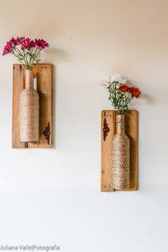 Vasos feitos em garrafas,e com molduras de caixas de feira! Impermeáveis, ótimas para varandas e sacadas!