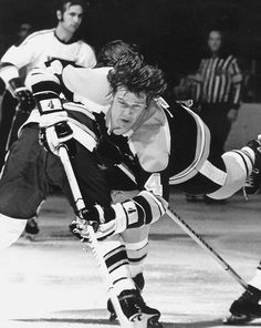 Bobby Orr, THE greatest defensive players in NHL history. Hockey Rules, Hockey Teams, Hockey Players, Hockey Stuff, Bobby Orr, Boston Bruins Hockey, Boston Strong, Boston Sports, Vancouver Canucks