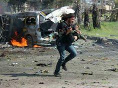 Fotógrafo rompe en llanto por no poder salvar a niños en Siria   El Puntero