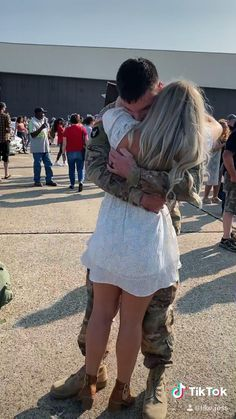 Cute Funny Baby Videos, Cute Funny Babies, Cute Couple Videos, Military Couples, Military Love, Happy Stories, Cute Stories, Couple Goals Relationships, Relationship Goals Pictures