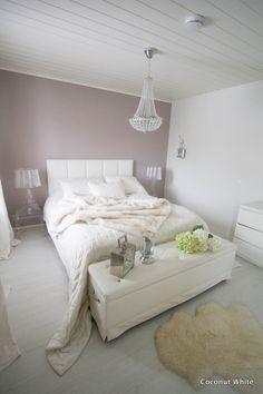 Coconut White: Lukijan toive: Riviera Maisonin valkoinen penkki sängyn päässä