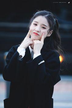 "Luna Radiante on Twitter: ""181013 너무 귀여워 악!악! #이달의소녀 #희진 #LOONA #HEEJIN… "" Korean Wave, Olivia Hye, Girl Bands, First Girl, Ulzzang Girl, Korean Girl Groups, Girl Photos, Kpop Girls, My Idol"