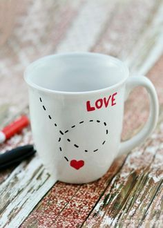 DIY Coffee Mugs - DIY Love Mug - Easy Coffee Mug Ideas for Homemade Gifts and Crafts - Decorate Your Coffee Cups and Tumblers With These Cool Art Ideas - Glitter Paint Sharpie Craft Nail Polish Water Marble and Teen Projects Diy Valentines Day Gifts For Him, Teenage Girl Gifts Christmas, Diy Gifts For Him, Homemade Valentines, Valentine Day Crafts, Sharpie Crafts, Diy Crafts, Sharpie Markers, Sharpies