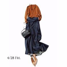 プレミアムフライデーは姪とデニムリンクで映画館デートのお約束。Marisol ONLINE|女っぷり上々!40代をもっとキレイに。 Fashion Mode, Japan Fashion, Petite Fashion, Work Fashion, Denim Fashion, Skirt Fashion, Daily Fashion, Fashion Outfits, Womens Fashion