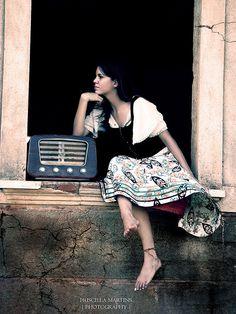 love this old radio