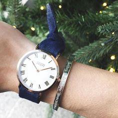 """Merci @dressingleeloo pour cette jolie photo avec le bracelet Bonnie Parker """"PARISIENNE, MAIS PAS TROP"""" silver  Le Père Noël revient si on garde le sapin ?  #christmasspirit #bonnieparkerjewelry"""