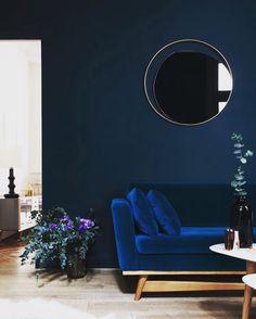Dark Blue Living Room Maison Home Decor Dark Interiors Blue Rooms Cozy Living Rooms, Home And Living, Living Room Decor, Living Spaces, Dark Blue Living Room, Small Living, Dark Blue Walls, Nordic Living, Green Walls