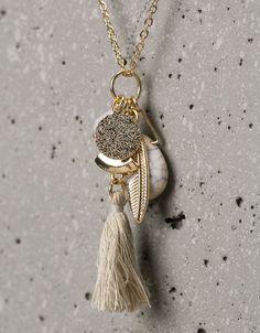 Collar largo charms con piedra y pompón - Accesorios chica - Bershka Mexico