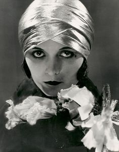 Edward Steichen, Pola Negri, 1925, gelatin silver photograph.
