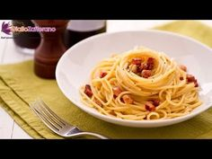 ▶ Spaghetti Carbonara - original Italian recipe - YouTube