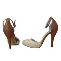 Pantofii stiletto sunt must have-ul sezonului. Indiferent de tinuta, sunt capabili sa intoarca priviri. Comanda-i de pe www.smilingshoes.com, zambeste si fii in tendinte!