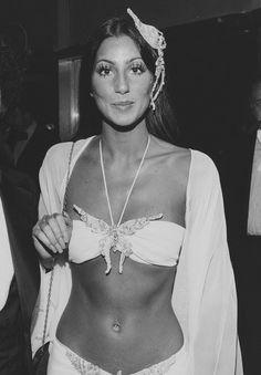 Beautiful Celebrities, Beautiful People, Beautiful Women, 70s Fashion, Look Fashion, Stage Outfit, Cher Photos, Iconic Photos, Cher Bono