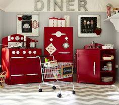 cuisine enfant bois rouge chariot en métal et tapis à motif chevron en gris et blanc