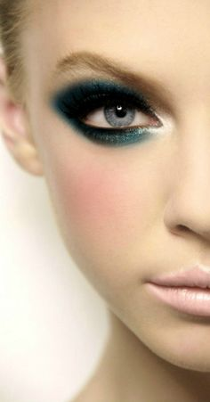 Heavy Teal Smoky-Eye