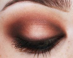 Unique-Desire: Beaches and Cream Perfect eye makup  http://www.etsy.com/shop/pinkfishjewelryshop
