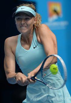 全豪オープンテニス(Australian Open Tennis Tournament 2014)、女子シングルス3回戦。リターンを打つマリア・シャラポワ(Maria Sharapova、2014年1月18日撮影)。(c)AFP/GREG WOOD ▼18Jan2014AFP|シャラポワが4回戦進出、全豪オープン http://www.afpbb.com/articles/-/3006757 #Australian_Open_2014 #Aussie_Open_2014 #Maria_Sharapova