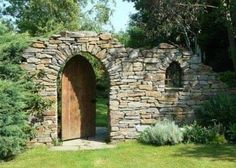 I really like rough stone walls in gardens - Gartengestaltung Stone Landscaping, Backyard Landscaping, Landscape Design, Garden Design, Brick Accent Walls, Stone Walls, Stone Archway, Stone Fence, Hillside Garden