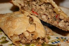 Deep South Dish: Louisiana Meat Pies (pronounced NACK-id-dush).  It comes from Natchktouches, Louisiana ~ the oldest town & largest Creole settment outside New Orleans.  These meat pies are a true Louisiana food!  Recipe included.