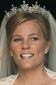 AUTUMN PHILLIPS' royal wedding in 2008 saw her marry Peter Phillips, Princess Anne's son and the Queen's eldest grandchild. You won't believe how much her engagement ring was worth? Princess Beatrice Wedding, Princess Anne, Royal Crowns, Royal Tiaras, Royal Brides, Royal Weddings, Wedding Braids, Wedding Tiaras, Royal Baby Party