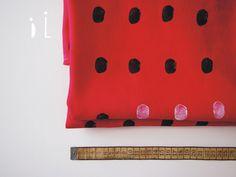 """Made in Japan / crimson red japan Autorský lněný panel o velikosti 145 x 100 cm * barva látky je spíš karmínová červeň  Lind tiskne na látku lněnou. Len je karmínově červené barvy. Látka je pevná, přesto splývavá, vhodná na ušití bytových dekorací, nebo tašek. Způsob tisku """"otisk"""" zanechává na látce nepravidelné stopy, které jsou žádoucí. Tisk ... Made In Japan, Canvas Prints, Red, Bags, Handbags, Photo Canvas Prints, Bag, Totes, Hand Bags"""