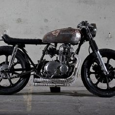 Not so new Kawi 440 LTD So simple, and yet, so cool. Kawasaki Cafe Racer, Cafe Racer Honda, Cafe Racer Build, Cafe Moto, Cafe Bike, Brat Cafe, Vintage Cafe, Vintage Bikes, Custom Motorcycles
