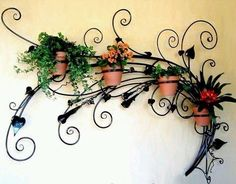 Wrought iron wall decor is a great way of decorating your home in style and can actually be arranged on any wall. A feature of this decoration is that Iron Furniture, Wicker Furniture, Garden Furniture, Furniture Decor, Outdoor Furniture, Garden Art, Garden Design, Garden Beds, Wrought Iron Wall Decor