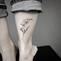Get to witness the most amazing Flower tattoos deisgns 2020 here. We have the most splendid art styles that will tell you all the Flower tattoo designs Orchid Flower Tattoos, Tulip Tattoo, Flower Tattoo Designs, Ankle Tattoo Designs, Mini Tattoos, Black Tattoos, Small Tattoos, F Tattoo, Bestie Tattoo