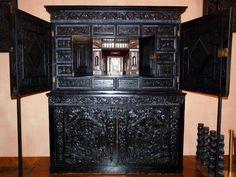 Cabinet vénitien en ébène.