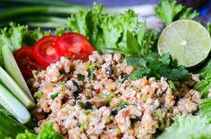 Laab Gai Laab ist das Nationalgericht von Laos, aber auch im nordöstlichen Thailand sehr beliebt. Ein lauwarmer Salat aus…