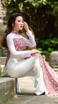 Best 12 pixels – Page 699606123340202732 – SkillOfKing. Vietnamese Clothing, Vietnamese Dress, Oriental Dress, Oriental Fashion, Vietnamese Traditional Dress, Traditional Dresses, Long Dress Fashion, Fashion Dresses, Ao Dai