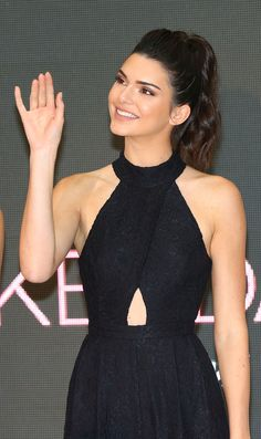 Or when you realized that even Kendall Jenner doesn't have full control over her pinky finger, just like the rest of humanity. | For Everyone Who Became Completely Obsessed With Kendall Jenner In 2015