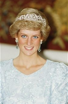 Princess Diana (1961 - 1997) wearing a Catherine Walker gown and the Spencer tiara at a banquet in Munich, November 1987.