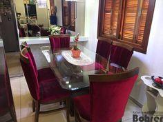 Sala de jantar com cristaleira tendo espelho decorado bronze com facete e aparador montego blanco.