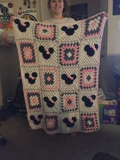 Minnie Mouse blanket by AkersCrochetHats on Etsy https://www.etsy.com/listing/268364017/minnie-mouse-blanket