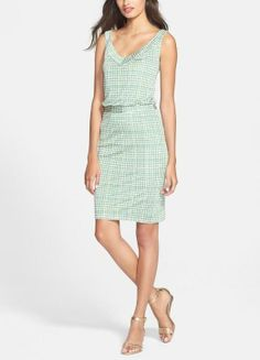 Gorgeous! This green Tory Burch Paris print silk blouson dress is perfect for work and will look great paired with a cute cardigan. find more women fashion ideas on www.misspool.com