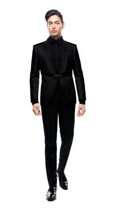 Costumul din imagine are reverele de la sacou sub formă de șal și prinderea de tip brandenburg (realizată din cristale Swarovski). Nasturii, refiletii buzunarelor, cât și reverele costumului, au fost îmbrăcate în mătase neagră, fiind în ton cu țesătură sacoului. Costumul este unul de mire, iar în urmă unei programări telefonice, acesta se realizează și se personalizează după specificațiile și măsurile clientului, oferind posibilitatea de a alege țesătura din care va fi confecționat modelul. Nasa, Costumes, Formal, Black, Style, Fashion, Versace Shirts, Preppy, Swag