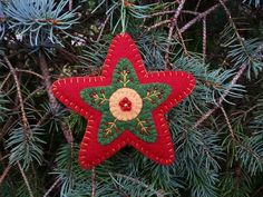 New Felt Christmas Tree Ornaments Beautiful Ideas Felt Christmas Decorations, Felt Christmas Ornaments, Christmas Love, Christmas Items, Christmas Projects, Handmade Christmas, Holiday Crafts, Beaded Ornaments, Snowman Ornaments
