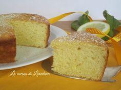 torta soffice al limone Sponge Cake, Sweet Cakes, Biscotti, Cornbread, Food Inspiration, Italian Recipes, Cupcake Cakes, Cupcakes, Buffet