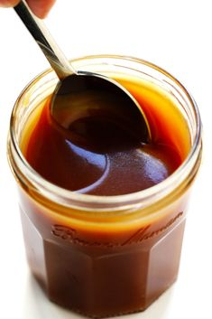 This Bourbon Caramel Sauce recipe is easy to make and crazy delicious Drizzle it on everything from ice cream to fruit brownies cheesecake pies coffee drinks and. Bourbon Caramel Sauce, Homemade Caramel Sauce, Easy Summer Desserts, Summer Dessert Recipes, Dessert Sauces, Dessert Dishes, Biscuits Graham, Salsa Dulce, Gimme Some Oven