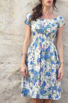 VINTAGE DRESS....I have the perfect yellow flats that want to be paired with this dress LOL